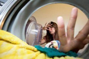 причины неприятного запаха в стиральной машине